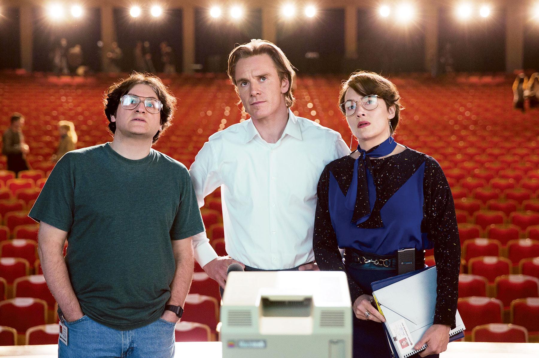 """Michael Stuhlbarg, Michael Fassbender e Kate Winslet em ação no filme """"Steve Jobs"""""""