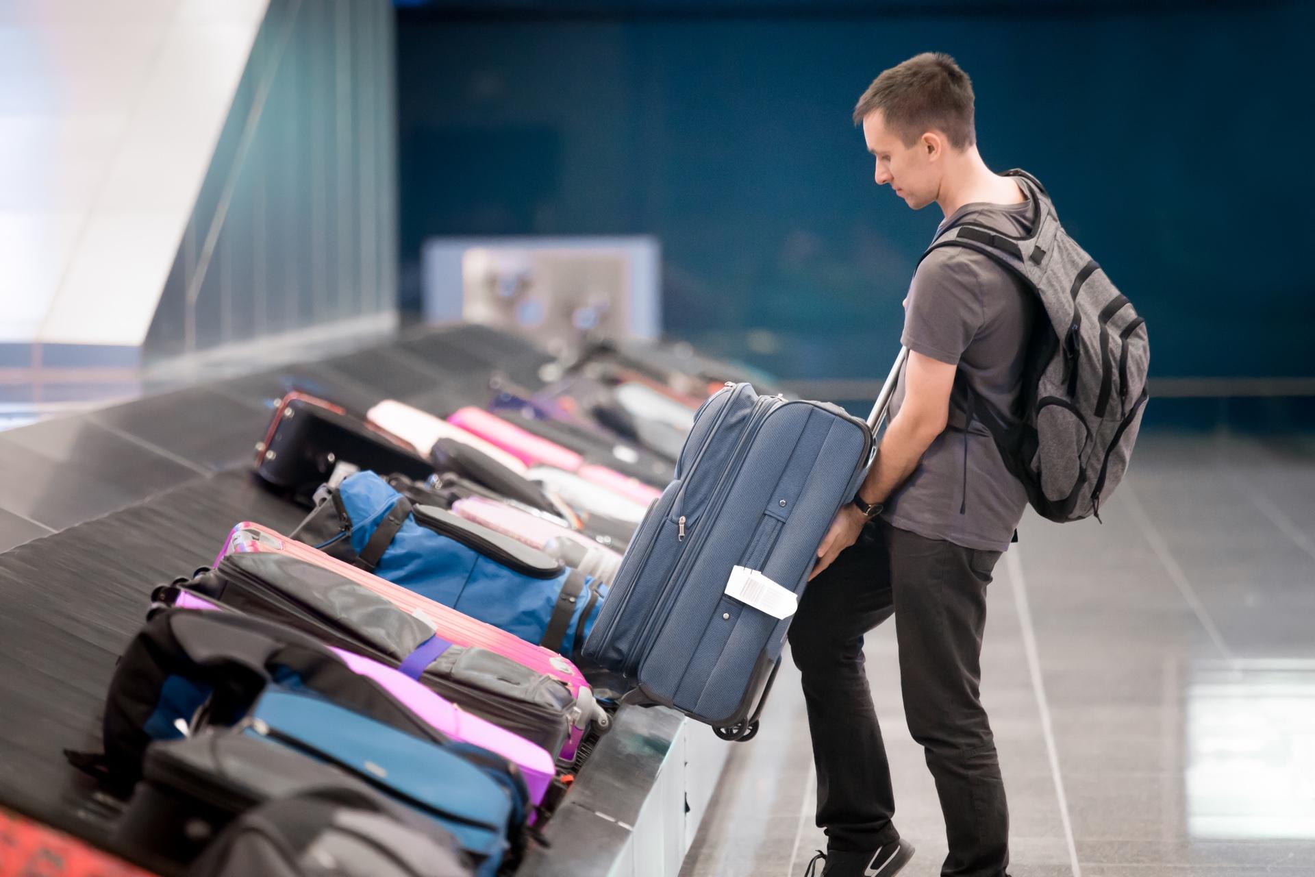 Viagem (bobagem na esteira de um aeroporto)