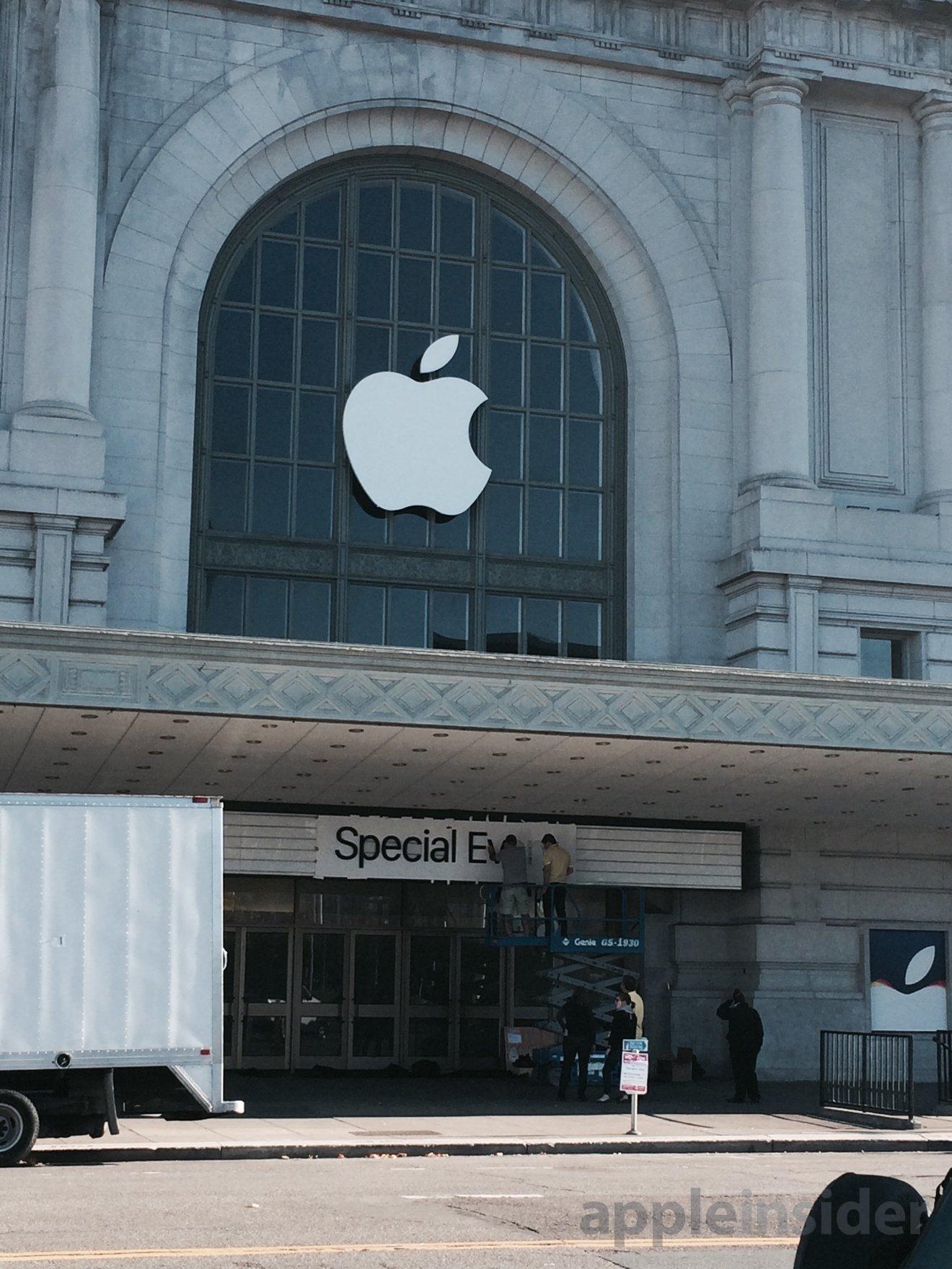 Maçã da Apple na entrada do Bill Graham