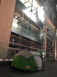Fila em frente à Apple Retail Store - Sydney
