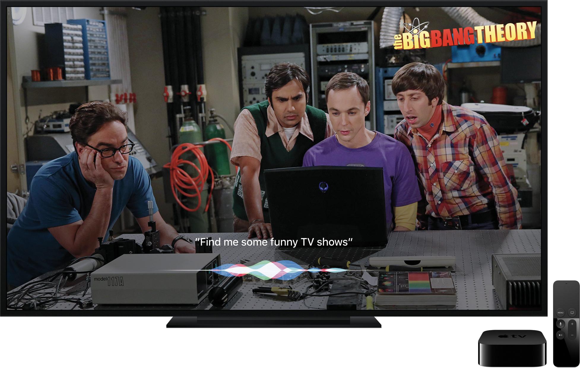 """""""The Big Bang Theory"""" na televisão com a Siri sobreposta ao lado da nova Apple TV e do controle remoto"""