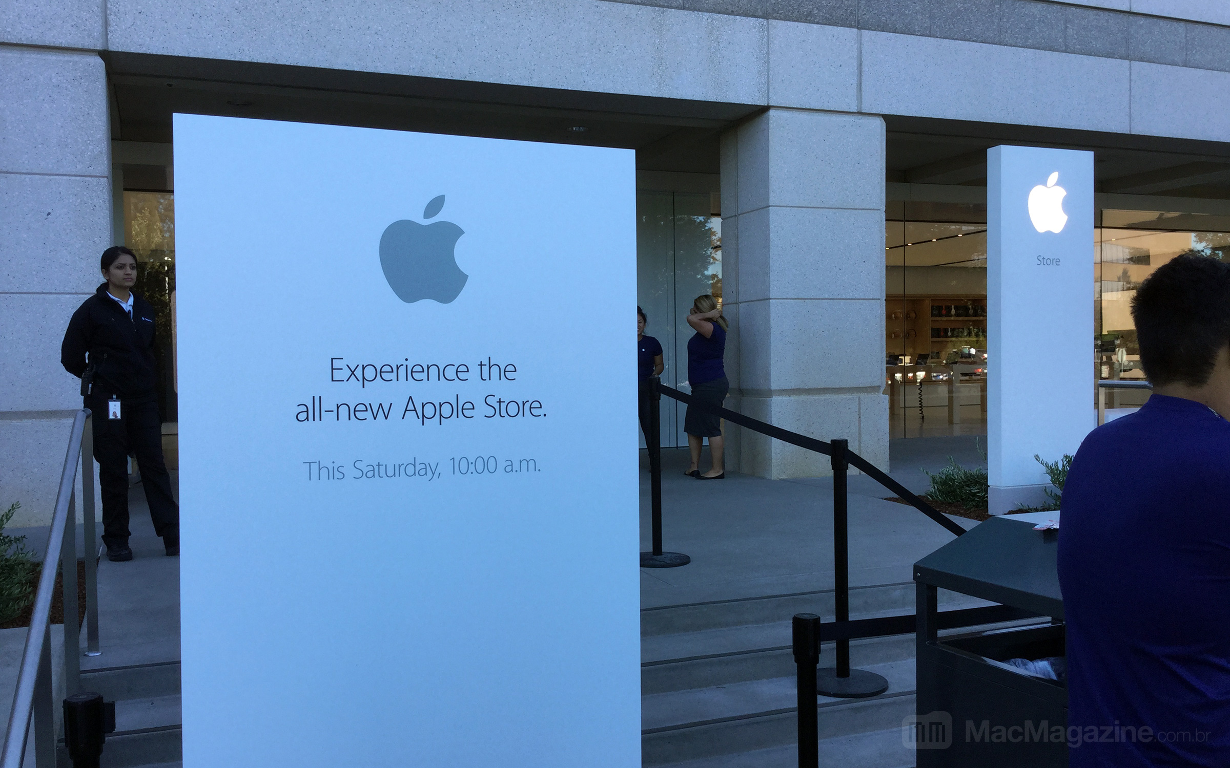 Inauguração da Apple Retail Store - Infinite Loop em Cupertino