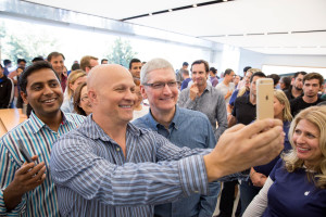 Tim Cook na Apple Retail Store - Infinite Loop