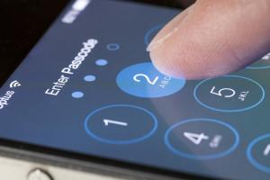 Senha sendo digitada num iPhone