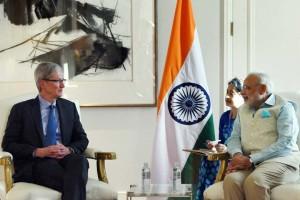 Tim Cook e Narendra Modi (primeiro ministro da Índia)