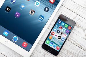 iPad e iPhone vistos de cima
