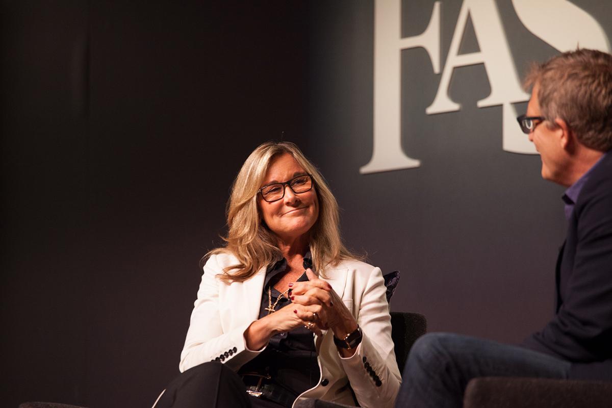 Angela Ahrendts em evento da Fast Company