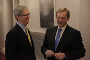 Tim Cook e Enda Kenny