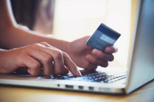 Ecommerce - cartão de crédito e MacBook