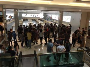 Apple Store do Morumbi cheia de gente após incêndio