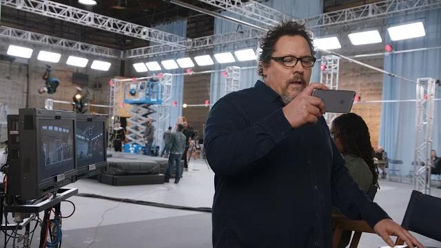 Jon Favreau em comercial do iPhone 6s