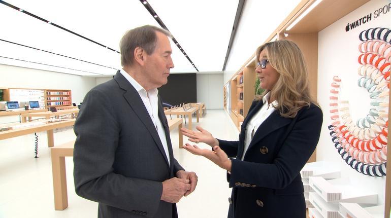 Charlie Rose entrevistando executivos da Apple