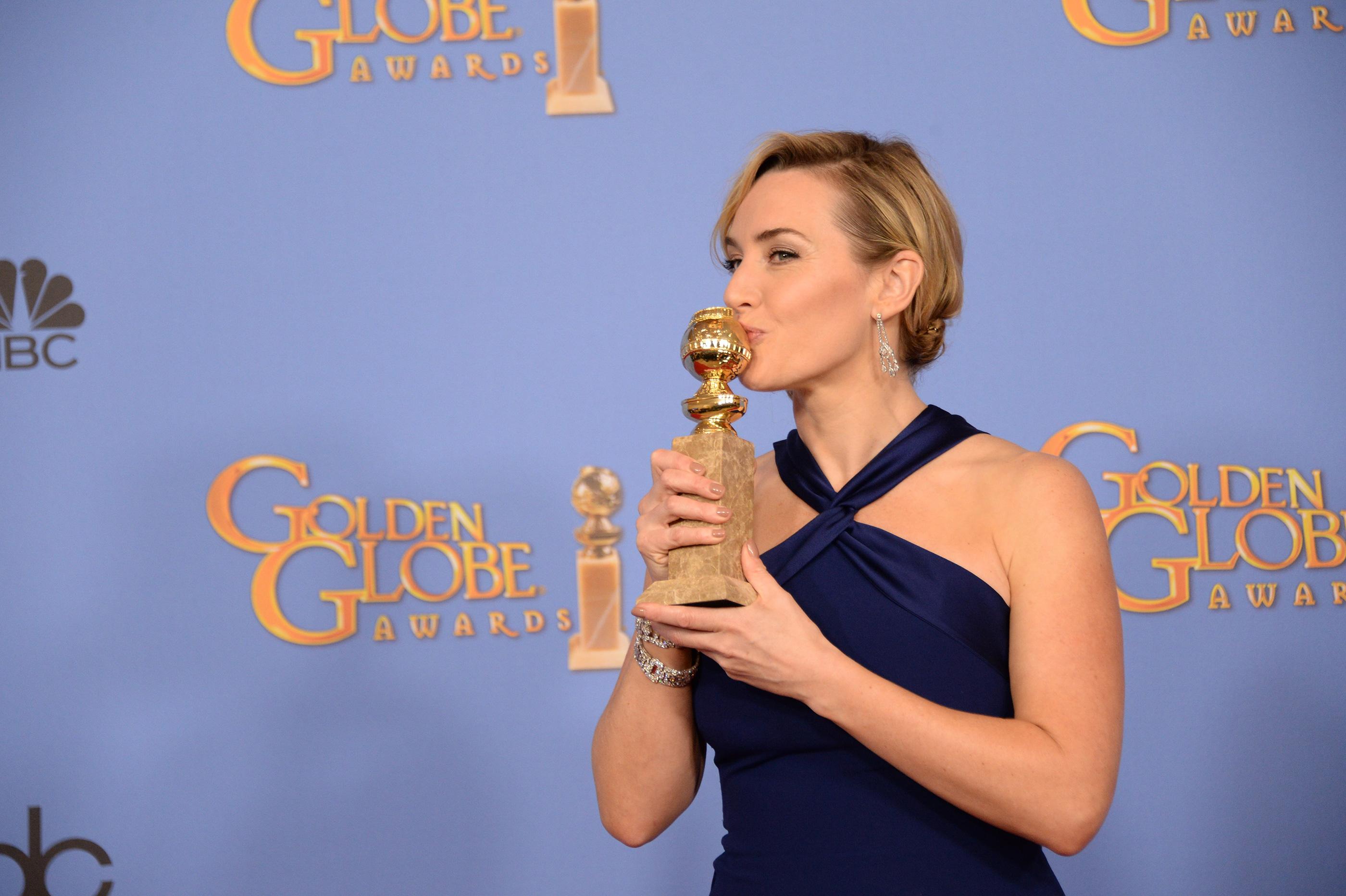 """Kate Winslet leva o Globo de Ouro por """"Steve Jobs"""""""