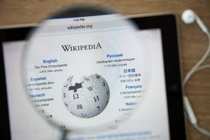 Wikipédia numa lupa
