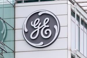 Logo em prédio da General Electric (GE)