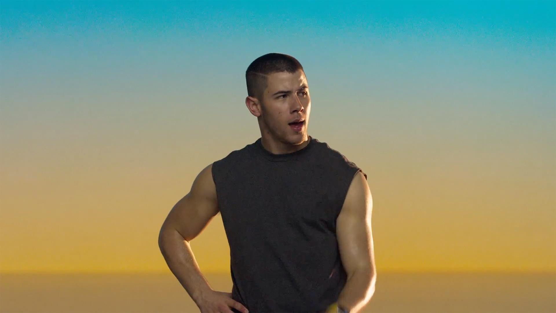 Nick Jonas em comercial do Apple Watch