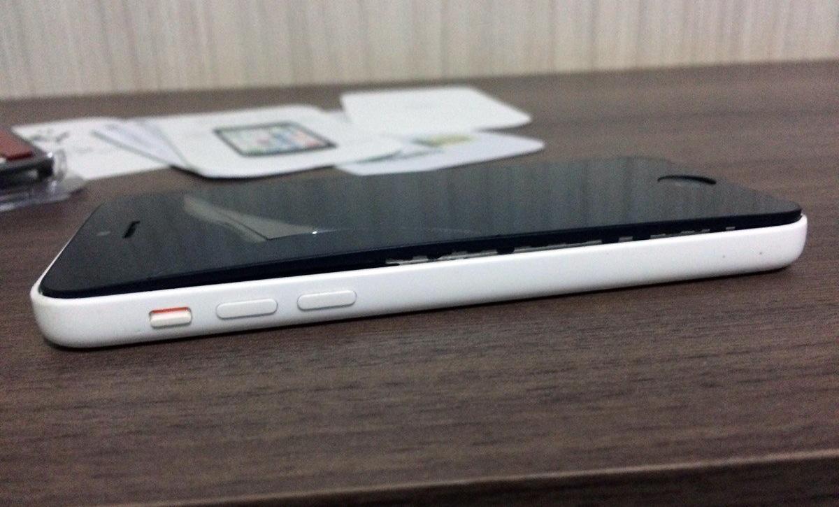 iPhone 5c com bateria estufada