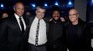 Dr. Dre, Eddy Cue, will.i.am e Jimmy Iovine