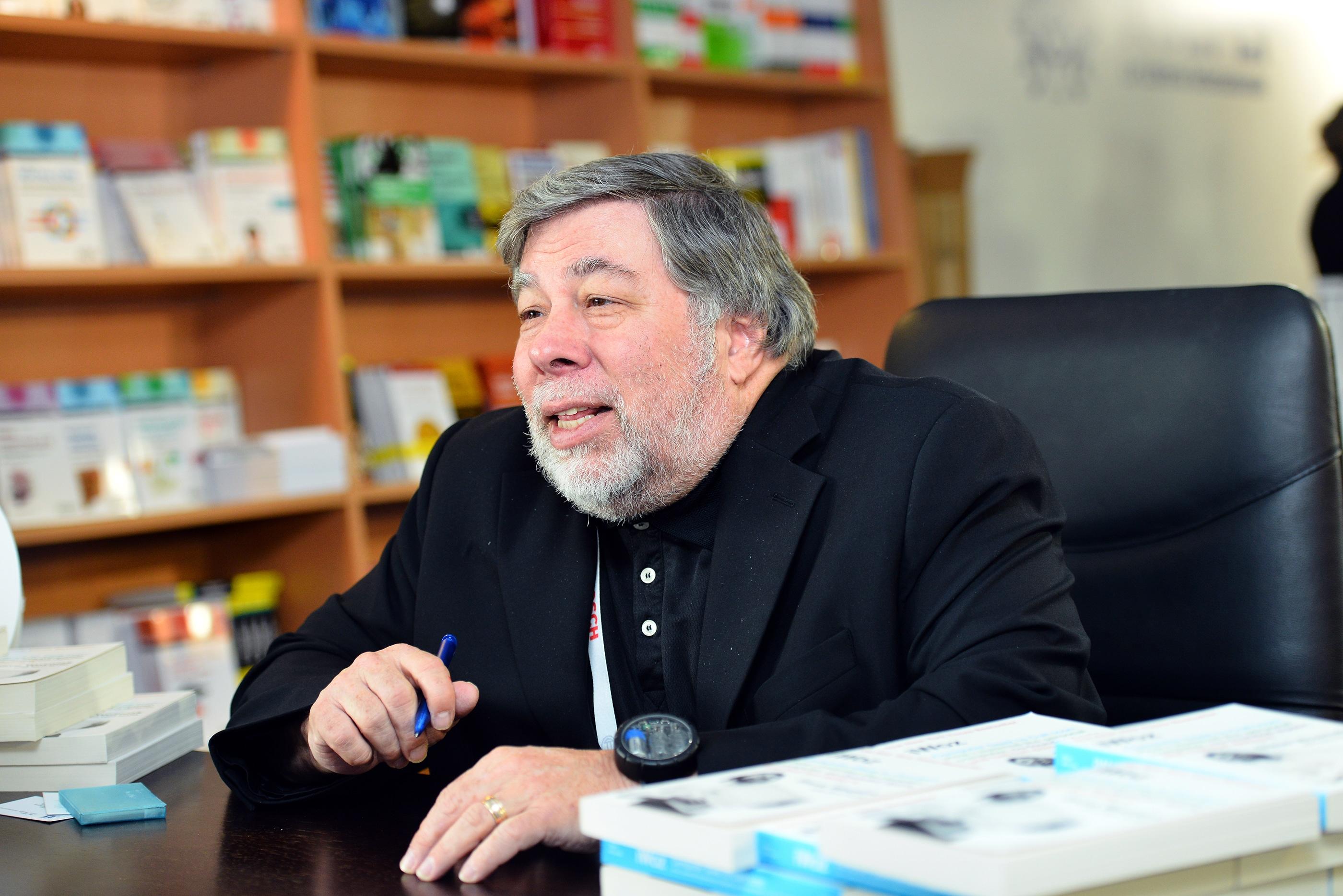 """Steve """"Woz"""" Wozniak dando uma entrevista"""