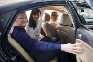 Tim Cook e Jean Liu (do Didi Chuxing)