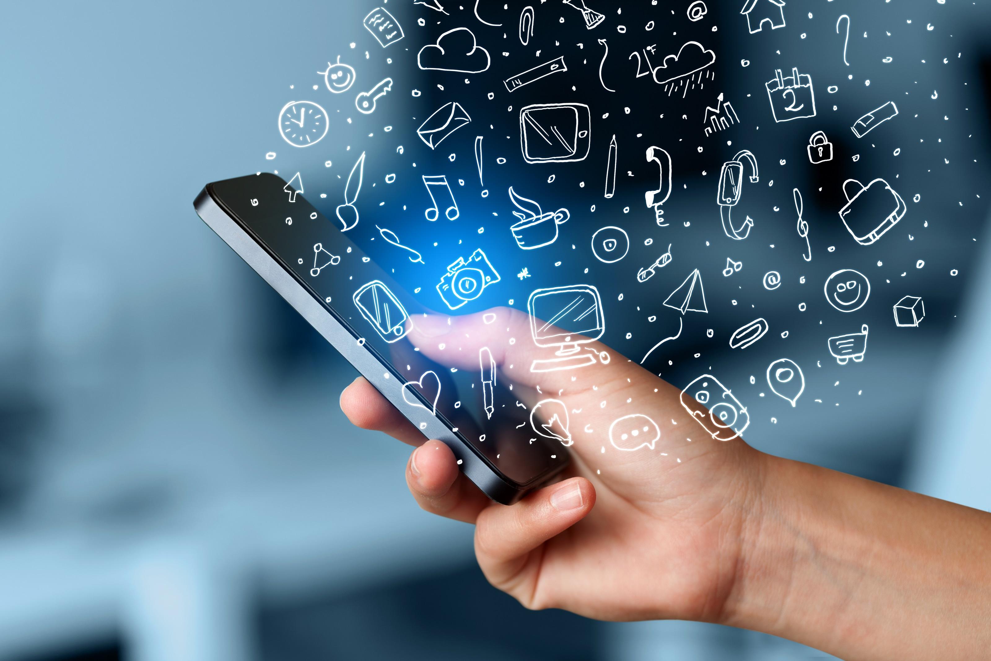 Mão segurando iPhone com vários ícones/símbolos