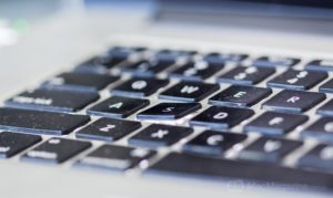 Tecla S quebrada em MacBook Pro (by MacMagazine)