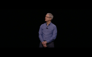 Tim Cook no palco da WWDC 2016
