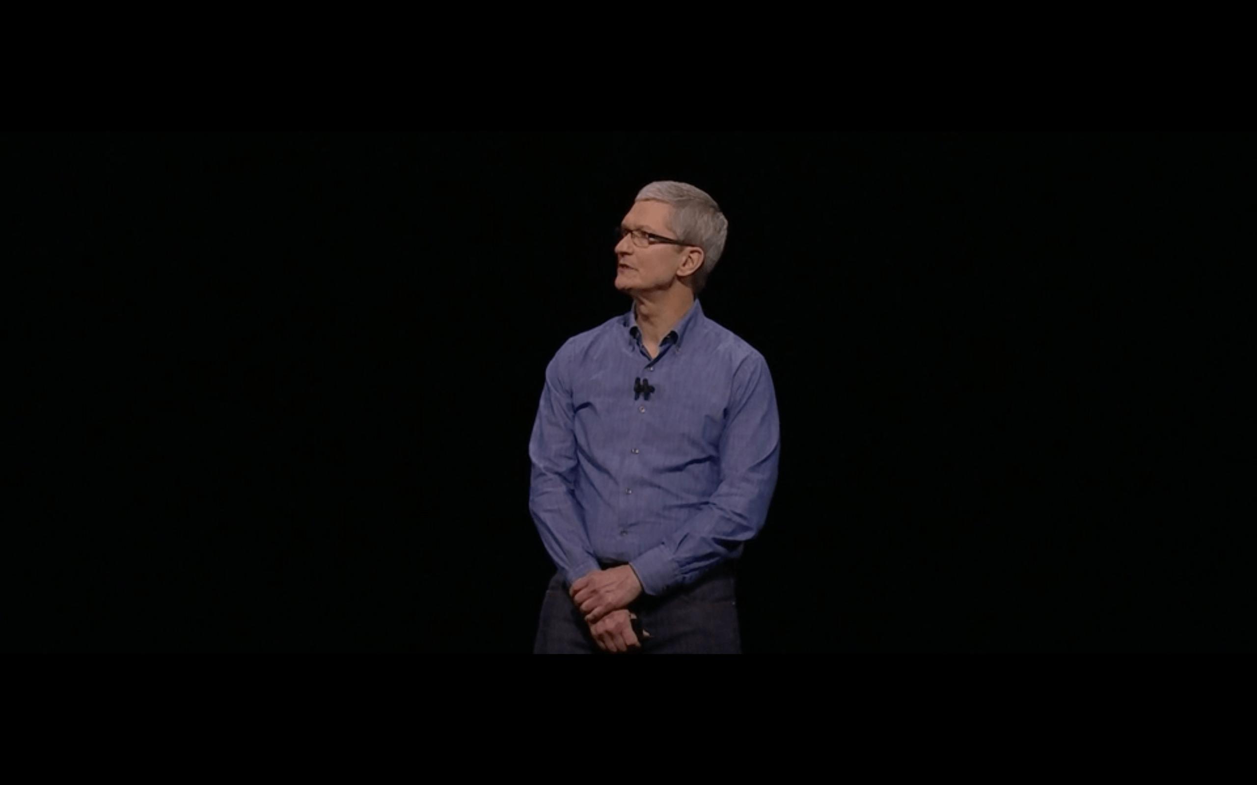 Tim Cook no palco da WWDC 2016