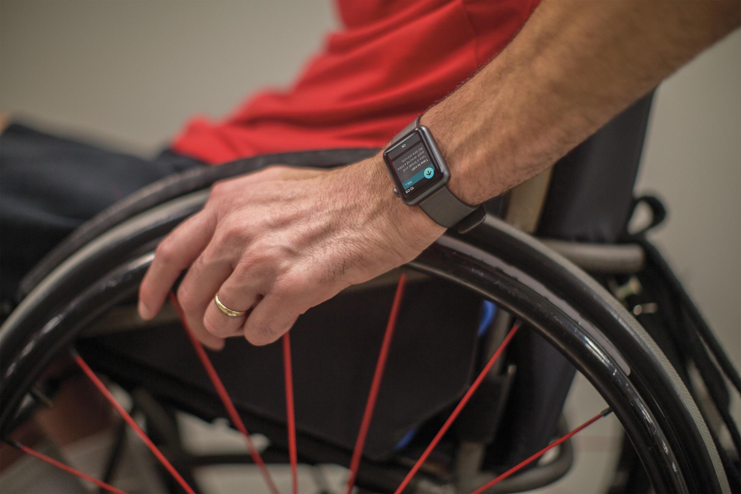watchOS 3 num Apple Watch sendo usado por um cadeirante