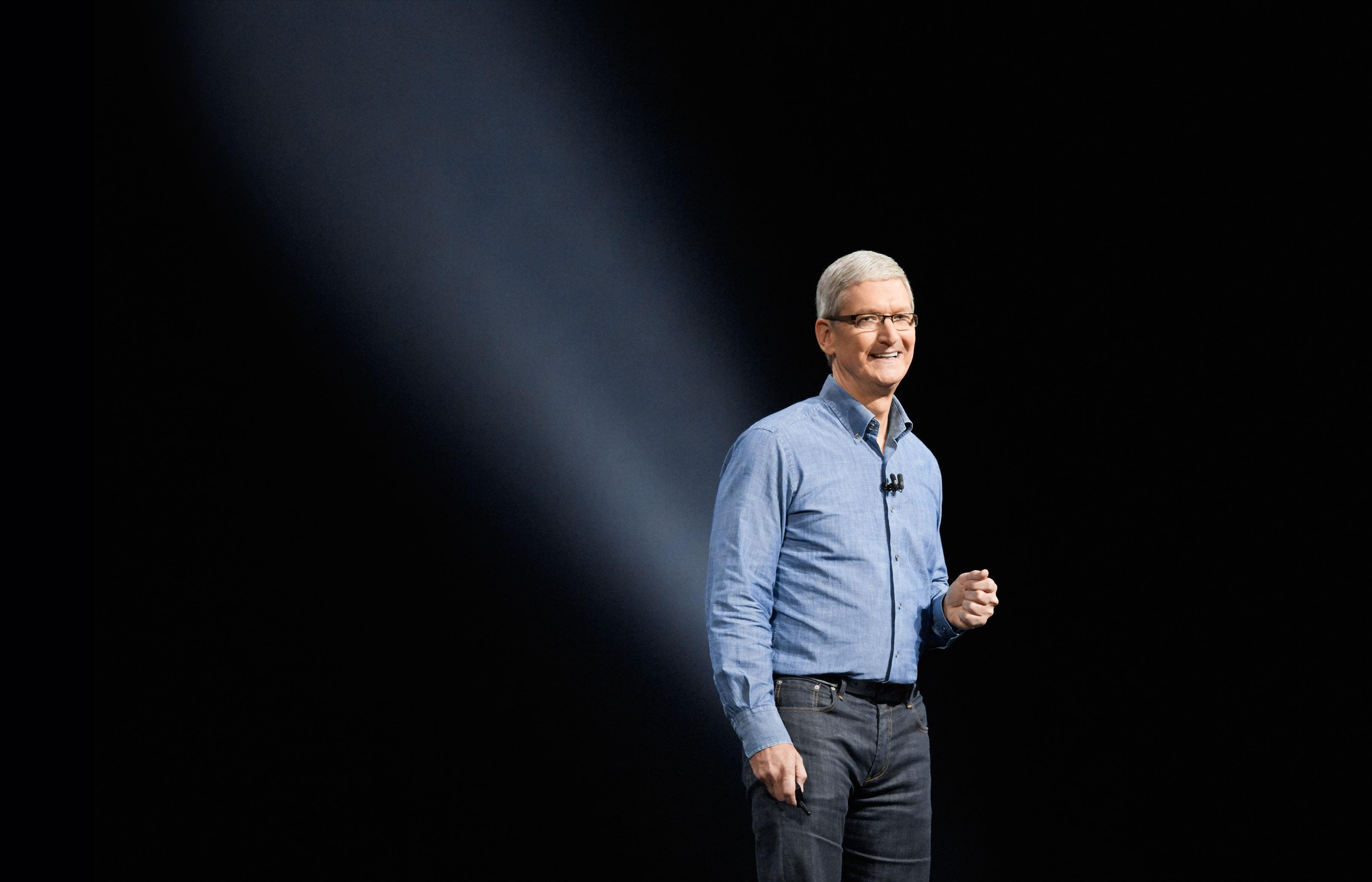 Tim Cook, CEO da Apple, na keynote da WWDC 2016