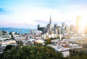 Paisagem de San Francisco com luz do sol à direita