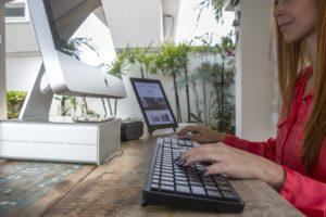 HiRise com iMac e Compass 2 com iPad ao fundo