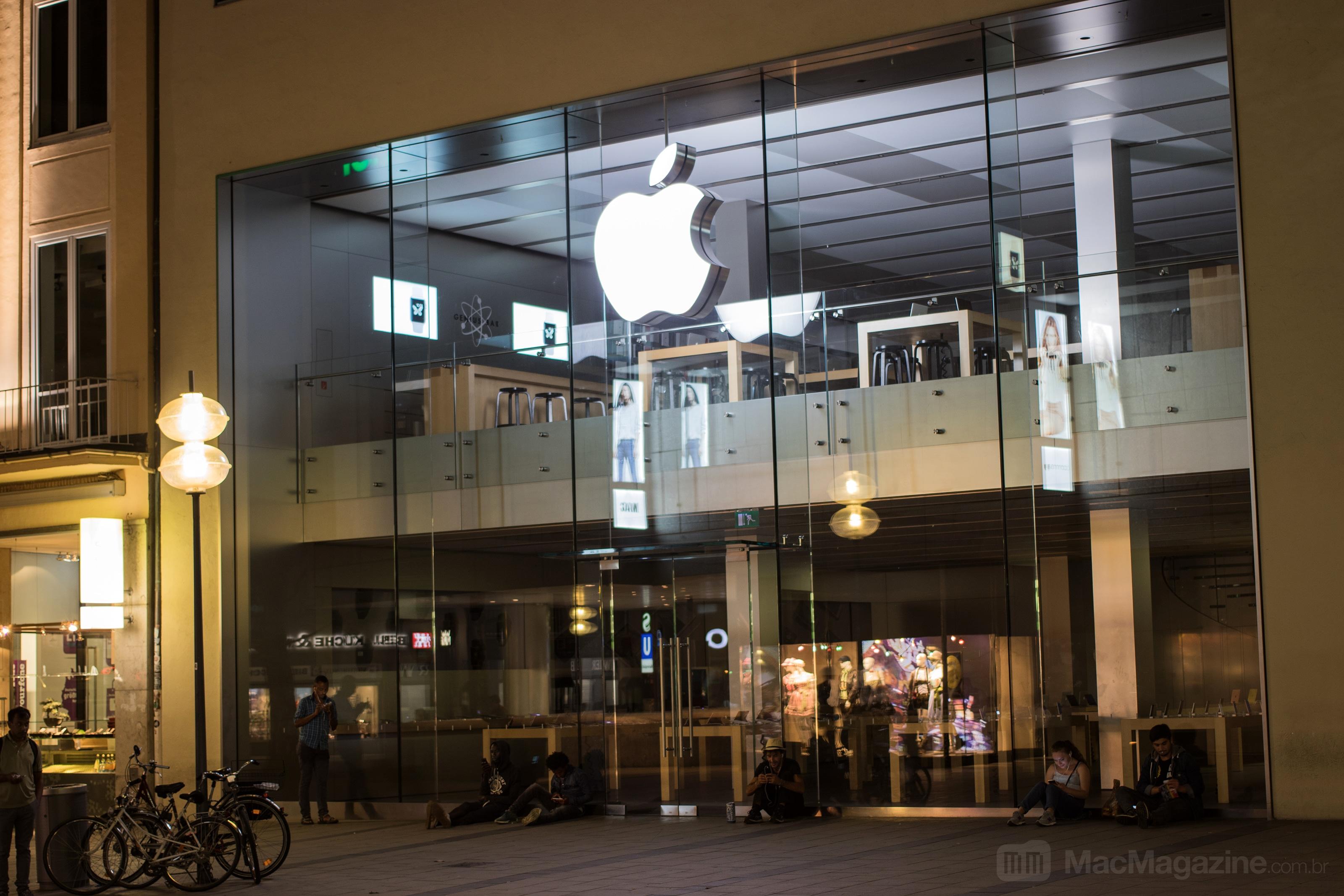 Apple Rosenstraße de noite sem fila