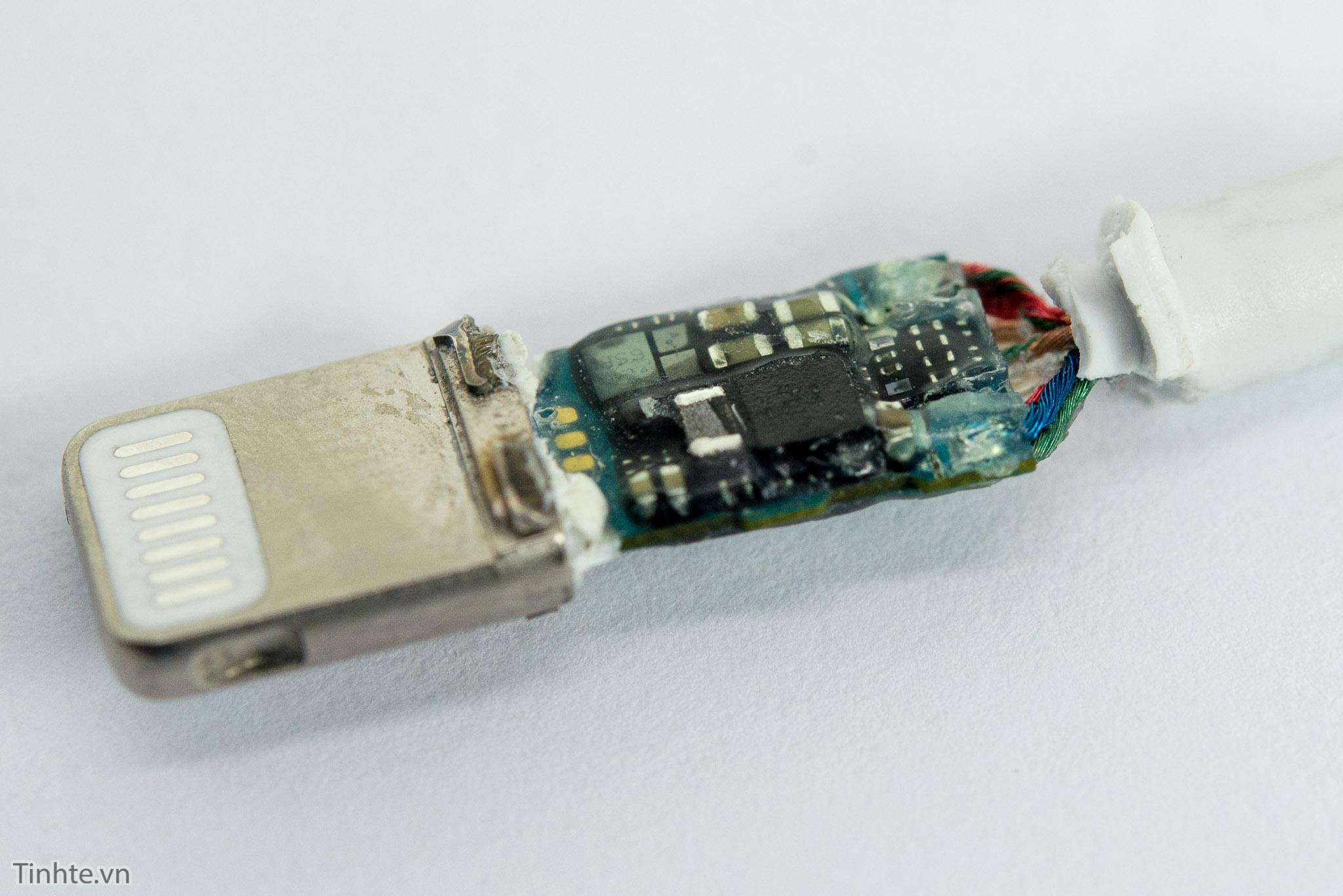 Desmonte do adaptador Lightning para 3,5 milímetros