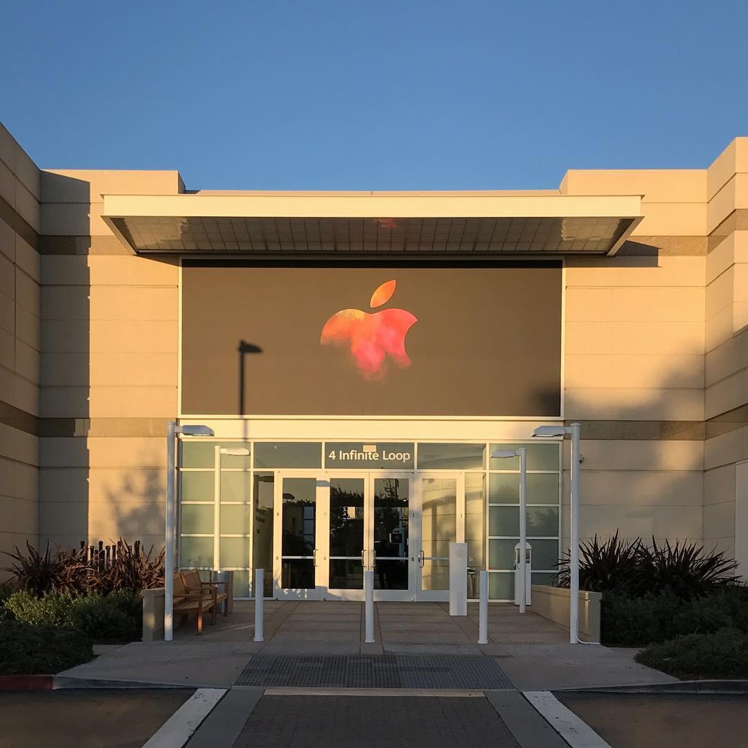 Town Hall preparado para o evento da Apple