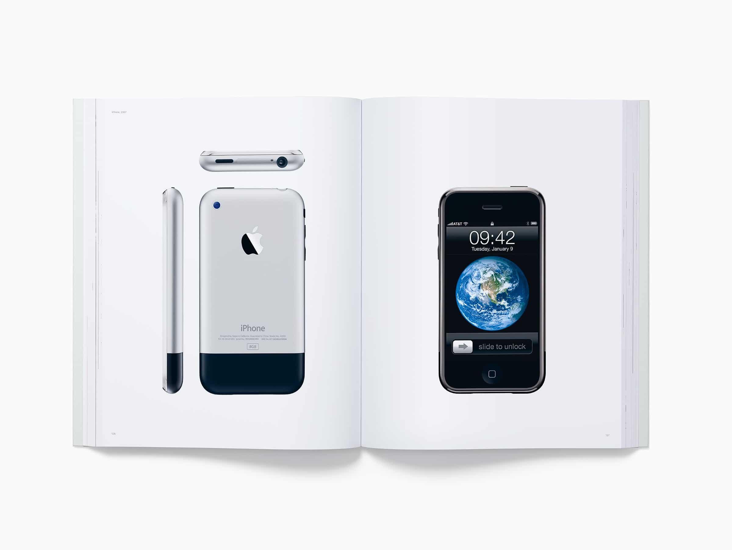 """Livro """"Designed by Apple in California"""""""