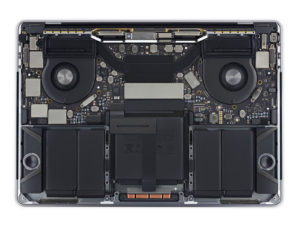 "Desmonte do iFixit do novo MacBook Pro de 13"" com Touch Bar"