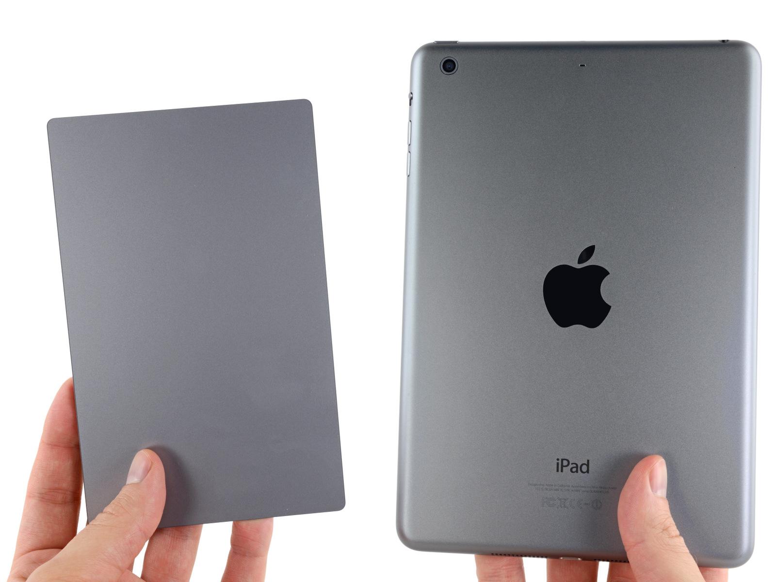 """Trackpad do novo MacBook Pro de 15"""" em comparação com um iPad Mini"""