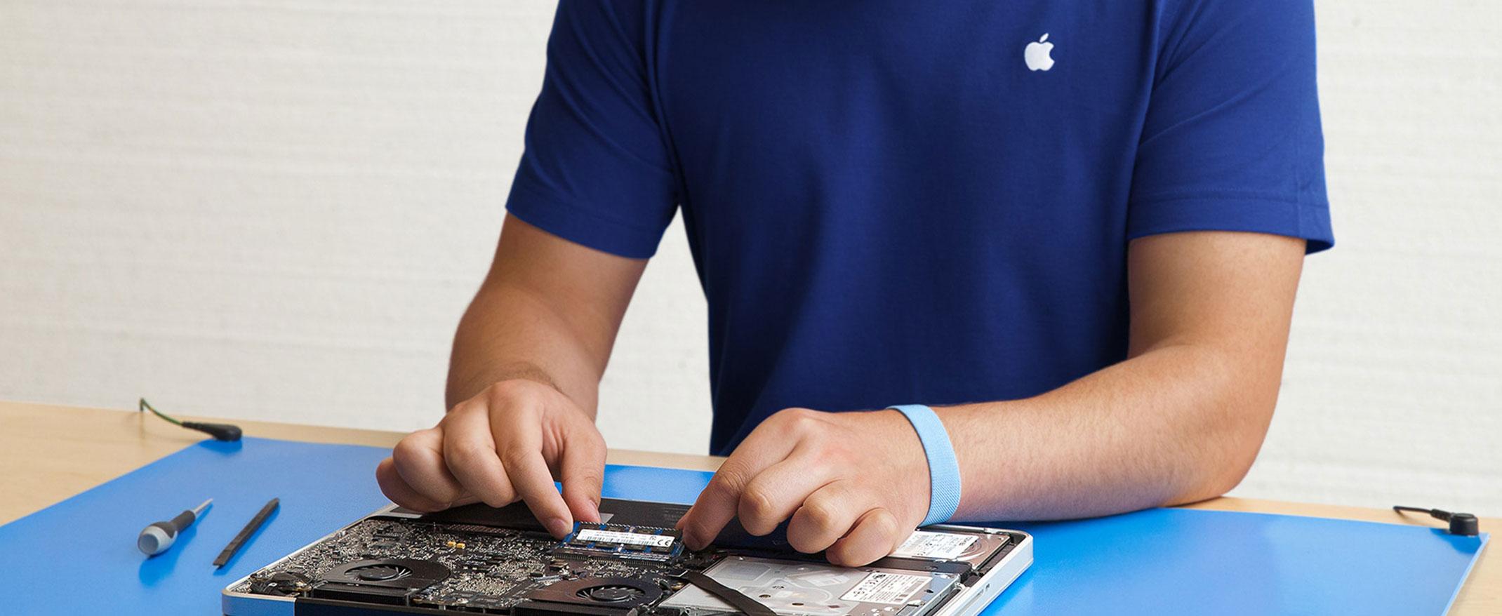 """""""Genius"""" consertando um Mac"""