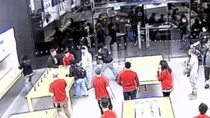 Video de assaltos a uma Apple em San Francisco