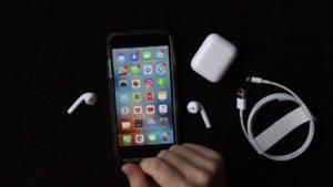 Unboxing/hands-on dos AirPods, os fones de ouvido sem fio da Apple