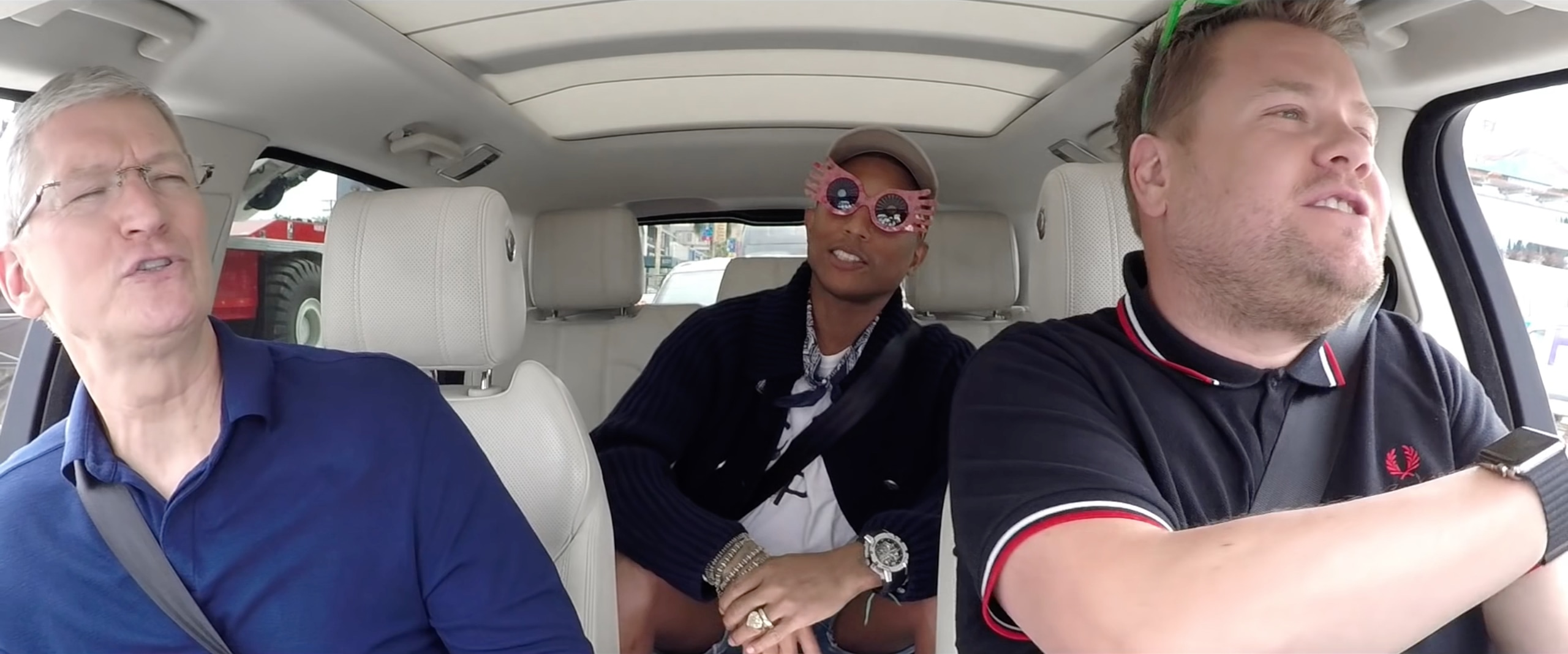 Carpool Karaoke da Apple: Tim Cook, James Corden e Pharrell Williams