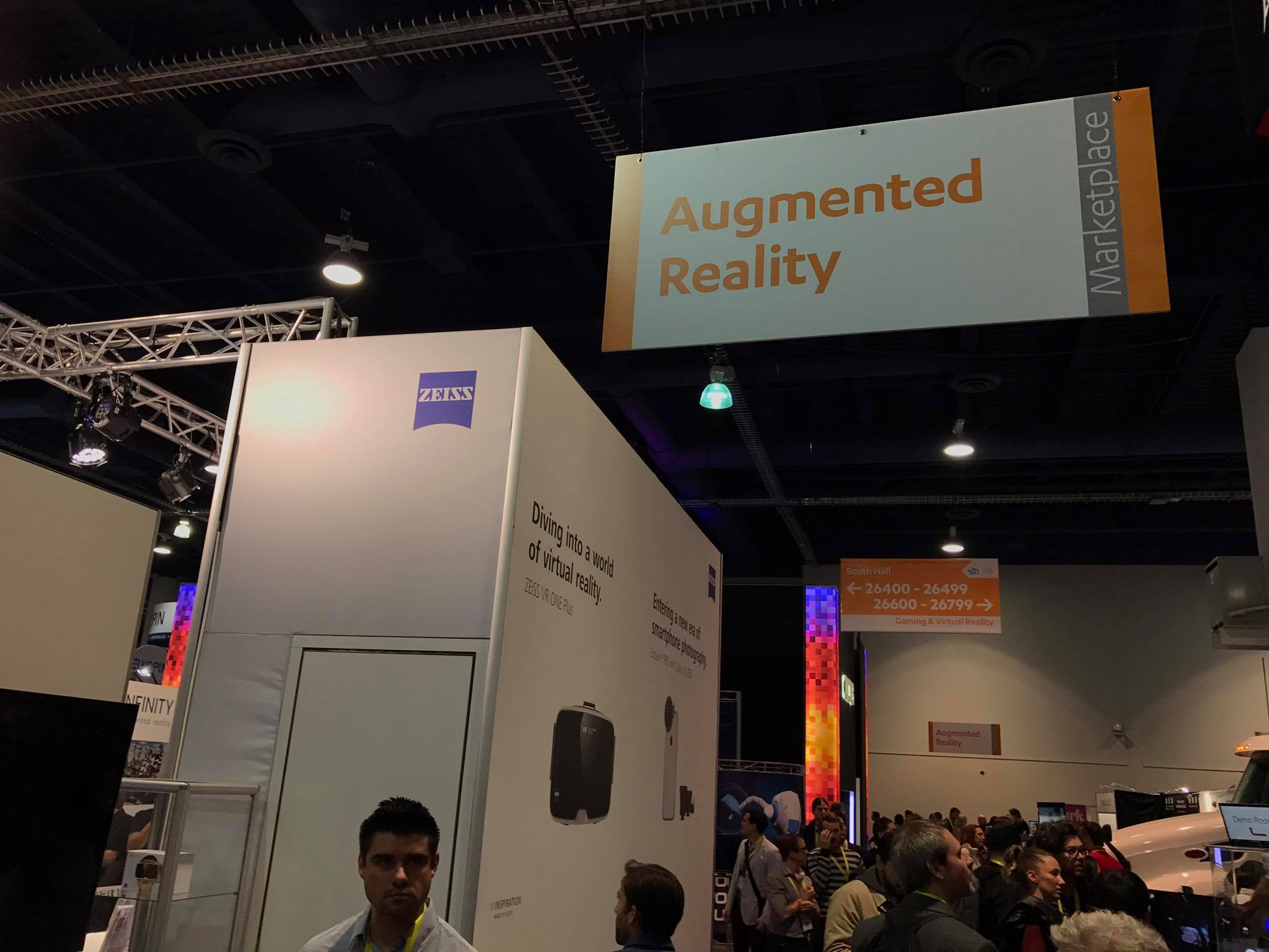 Estande da Carl Zeiss na CES 2017, na área de realidade aumentada