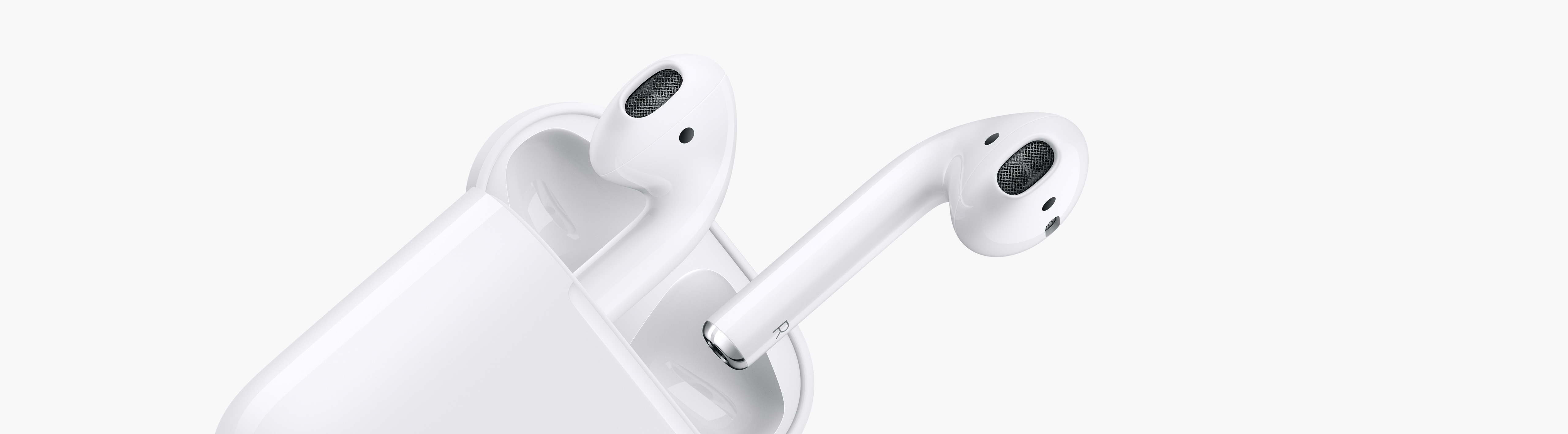 AirPods inclinados