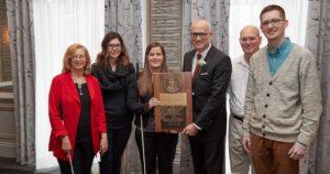 Apple recebendo o prêmio Louis Braille