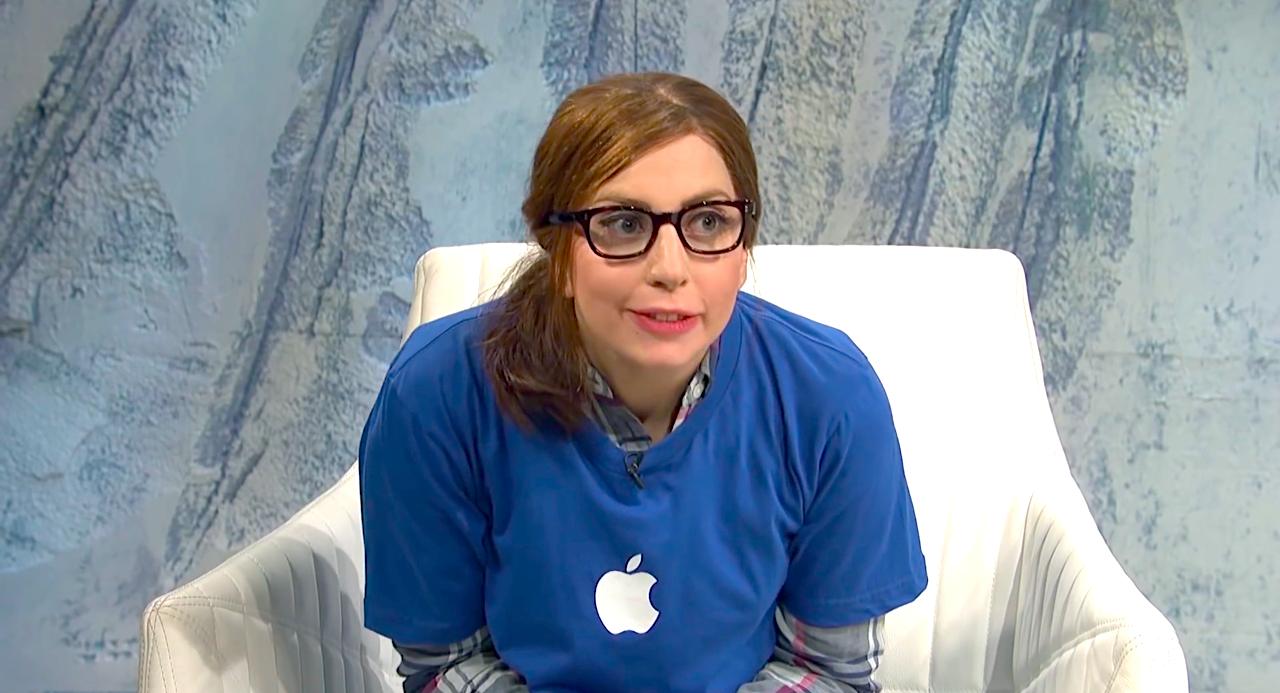 Esquete de Lady Gaga como funcionária da Apple Store no Saturday Night Live