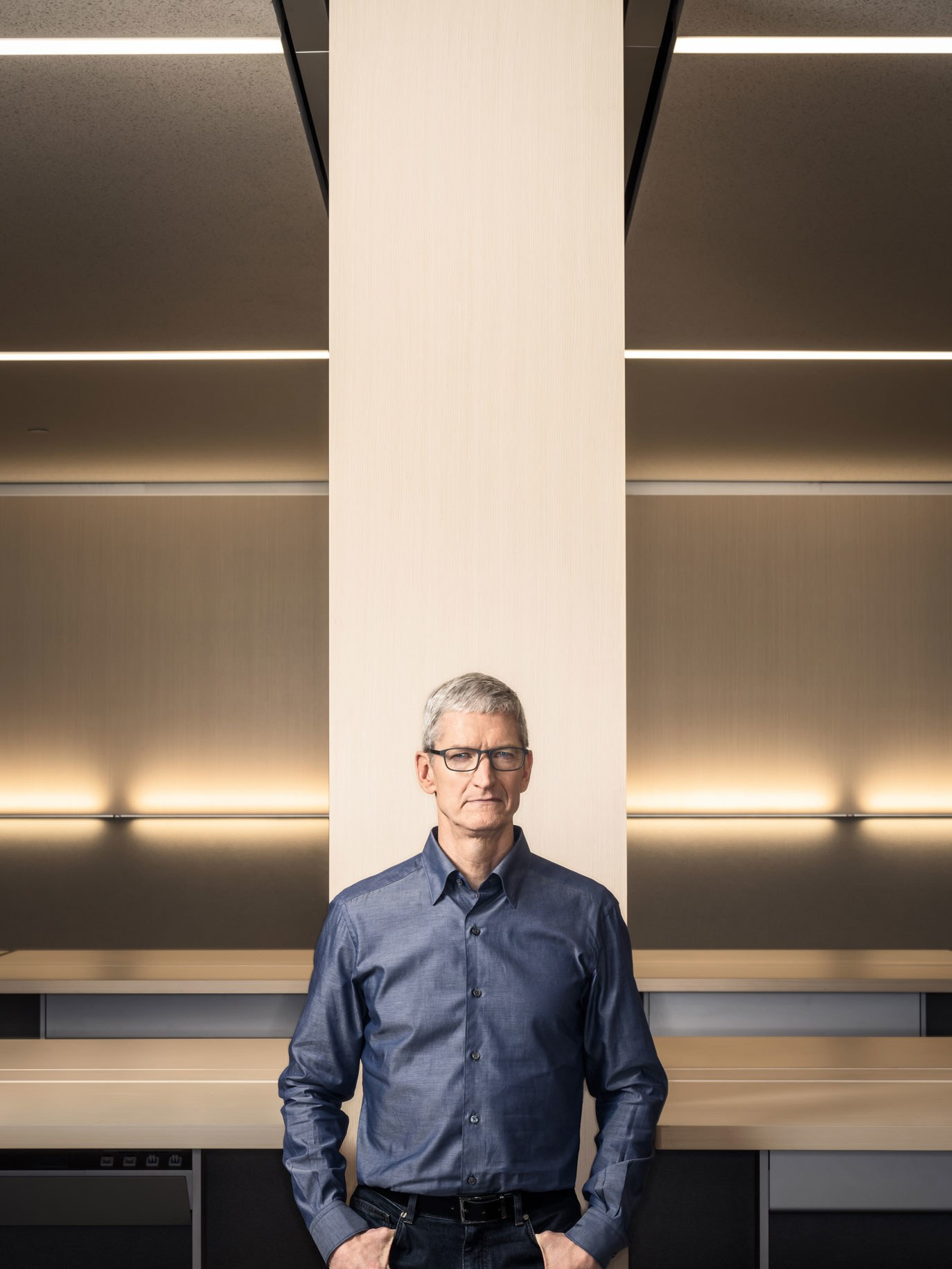 """Tim Cook dentro da """"espaçonave"""" do Apple Park"""