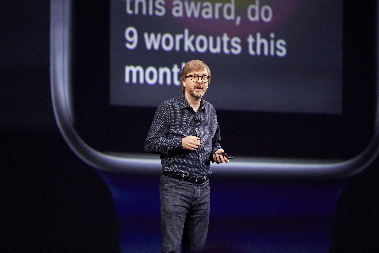 Kevin Lynch apresentando o watchOS 4