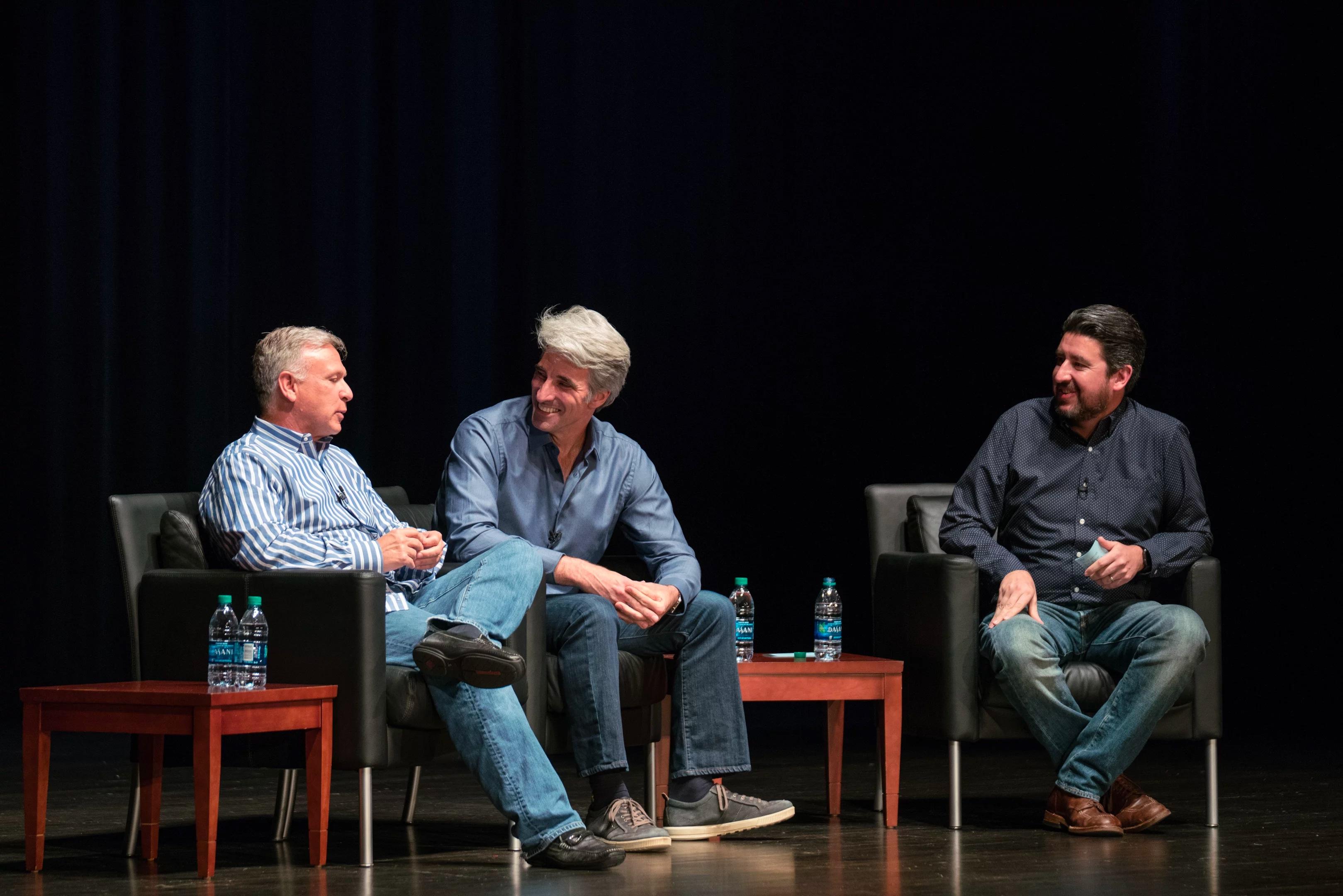 """Phil Schiller e Craig Federighi no """"Talk Show"""" com John Gruber"""