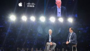Tim Cook em evento da Cisco